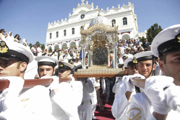 (Photos & Video) Thousands of Greek Orthodox Pilgrims Flock to Tinos for Annual Virgin Mary Commemorations