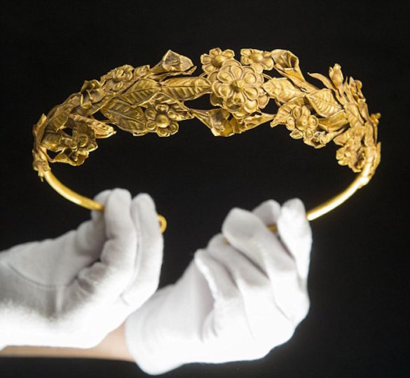 (Photos) 2,300 Year Old Stunning Ancient Greek Gold Crown Found by British Pensioner in a Box Under His Bed